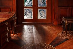 Bookcase, double wing door with Noble prize winners' images