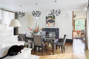Big dining room table with prismatic legs, upholstered chairs